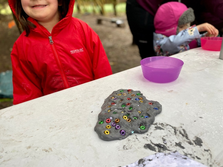 Outdoor learning with playdoh/playdough - exploring constellations